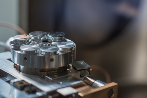 Rasterelektronenmikroskope und EDX-Analyse