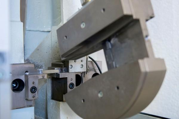 Kerbschlaghämmer von 300 und 450 Joule für ASTM und ISO Proben